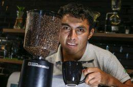 """Dwight Aguilar: """"He hecho locuras para obtener los cafés que produzco"""""""